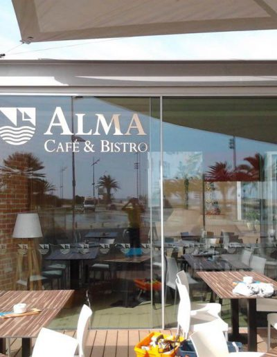 Alma Café & Bistro - Montras e Fachadas - Window Dressing